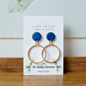 Clay Gossip Classic Round with blue stud